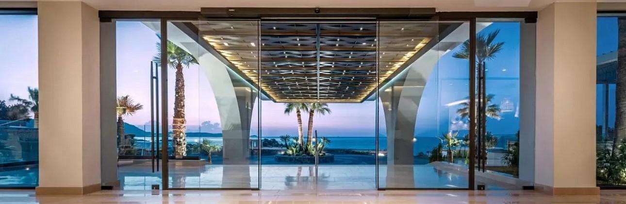 Pavasario atostogos Rodo saloje: 5★ Mitsis Rodos Village Beach Hotel & Spa viešbutis su viskas įskaičiuota už 589€