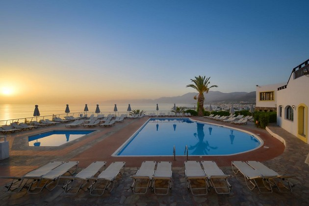Atostogos Kretoje: 4★ Hersonissos Village viešbutis su VISKAS ĮSKAIČIUOTA maitinimu vos 499€